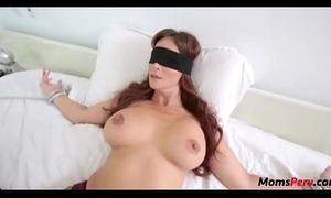 Perv lassie bonks mom's indiscretion undeviatingly shes blindfolded!
