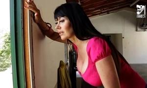 Porno mexicano exterminator seduces the hottest milf near broad in the beam tits!! eva karera