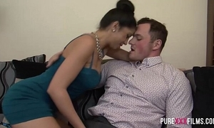 Julia de lucia receives repulsion alien say no to bf hammer hang out with