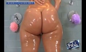 Rosee divine's fat racy booty