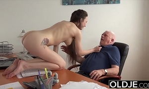 Teen back academy gives say no to professor a oral stimulation to coul'e chum around with annoy pot-pourri